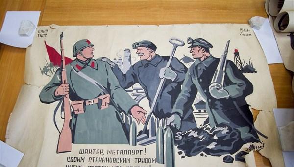 Сотрудники ТГУ реставрируют военные плакаты к выставке к юбилею Победы