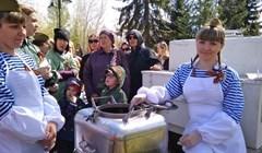 Почти 12 тыс томичей отведали солдатскую кашу на полевых кухнях 9 Мая