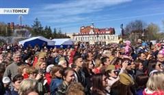 Как томичи пели дружным хором песни о войне: видео с Новособорной