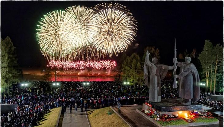 Как в Томске гремел салют в честь 9 Мая: видеозапись с воздуха