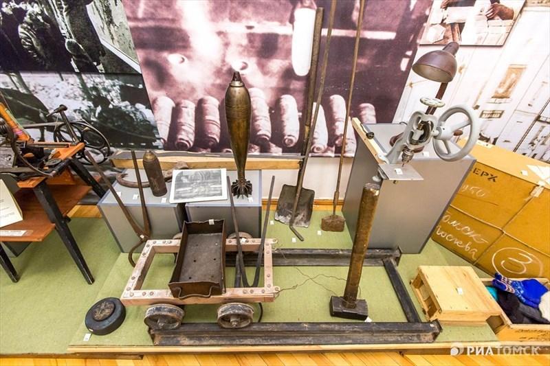 Вопреки расхожему мнению, продукция, выпускаемая в военные годы, поступала не только на фронт. Многие томские заводы поставляли свою продукцию на шахты и заводы Кузбасса.
