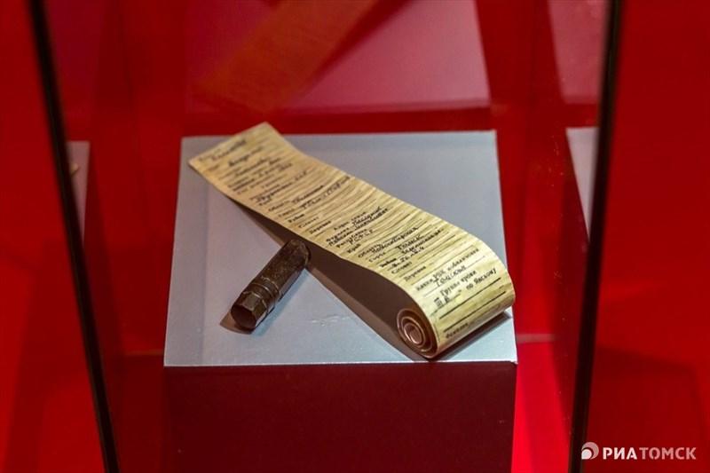Солдатский медальон содержал в себе информацию, которая могла помочь опознать убитого солдата. Многие бойцы Красной Армии не заполняли его, считая это плохой приметой. С 1943 года медальоны были упразднены и заменены на книжку красноармейца, это произошло одновременно с введением новой формы.
