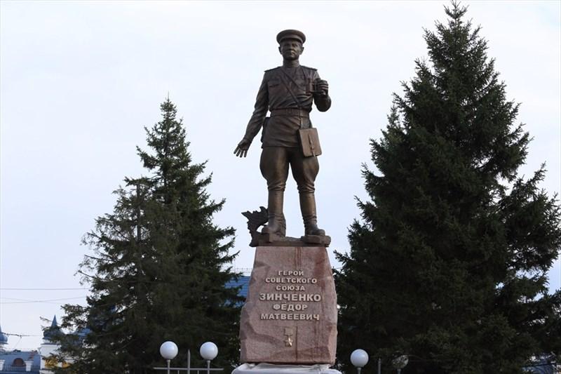 Торжественное открытие памятника Герою Советского Союза, первому коменданту Рейхстага Федору Зинченко состоялось в Томске в четверг, 30 апреля - в день взятия здания парламента Третьего рейха.