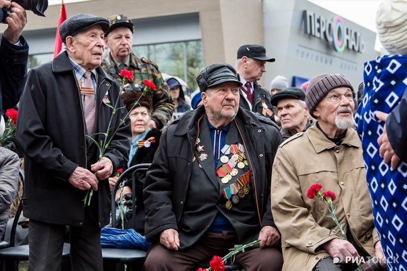 На фронтах Великой Отечественной войны с марта 1942 года. Участвовал в освобождении Псковщины, Прибалтики, Польши, Восточной Померании, в штурме Рейхстага. В мае 1945 года Зинченко был назначен первым советским комендантом Рейхстага.