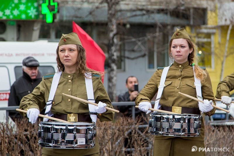 Церемония открытия длилась около часа. На ней присутствовали ветераны Великой Отечественной войны, представили власти, томичи и гости из Кривошеинского района.