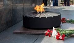 Место памяти: томичи возложили цветы к Вечному огню