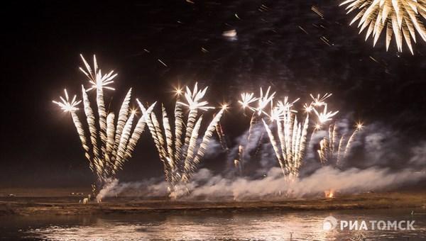 Салют из вращающихся ракет и золотых перьев ждет томичей на 9 Мая