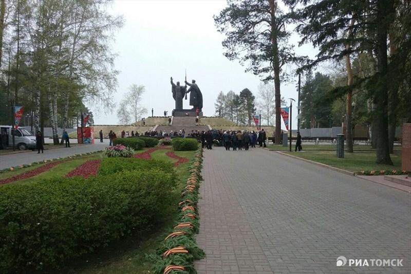 Ветераны ветераны начали собираться в Лагерном саду задолго до начала мероприятия.
