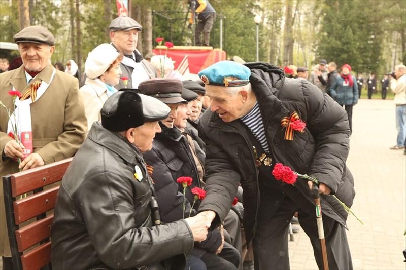 Они тепло приветствовали товарищей: у них у всех одно прошлое, одна судьба – их горькое военное детство, страдания, потеря родных и близких.