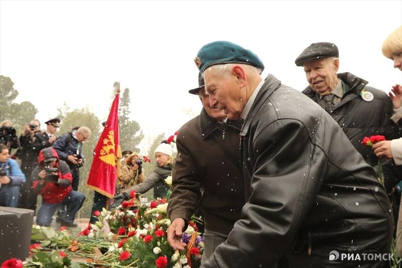 Ветераны отдавали дань памяти своим товарищам, не дожившим до этого дня.