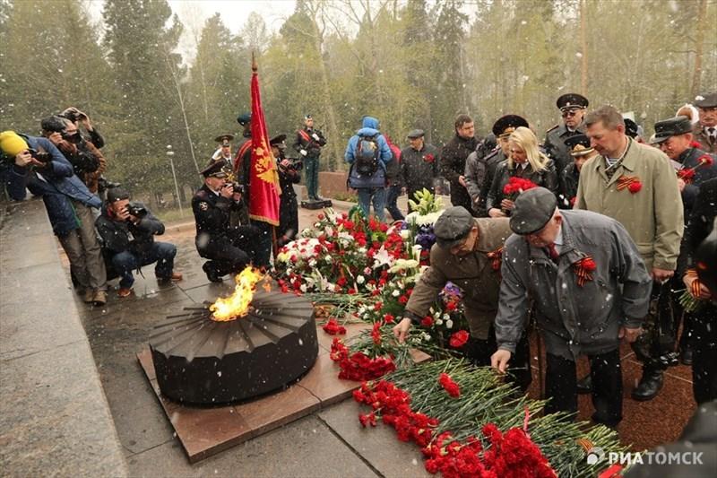 По данным облдепартамента соцзащиты, в Томской области проживают около 10,3 тысячи ветеранов Великой Отечественной войны – в том числе 650 участников и инвалидов войны, 88 бывших несовершеннолетних узников концлагерей, 9,5 тысячи тружеников тыла и 70 жителей блокадного Ленинграда.