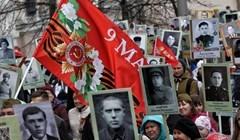 Около 20 тыс человек встали в Бессмертный полк в Томске