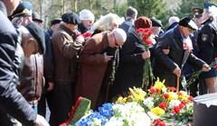 День Победы у мемориала в Лагерном саду Томска: фото