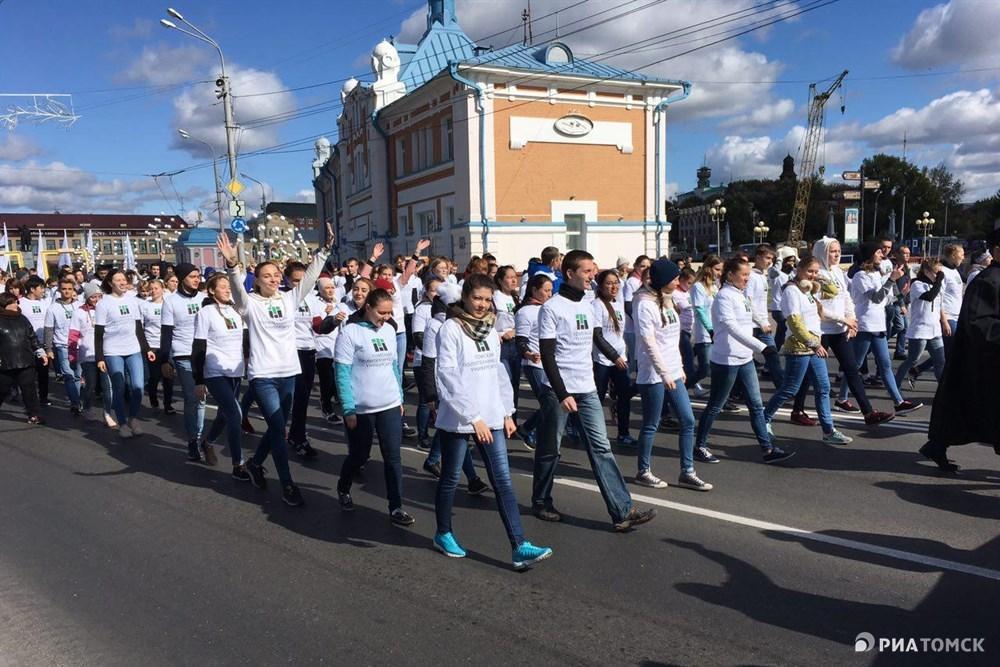 В шествии приняли участие студенты всех университетов Томска: классического, политехнического, медицинского, педагогического, архитектурно-строительного и университета управления и радиоэлектроники.