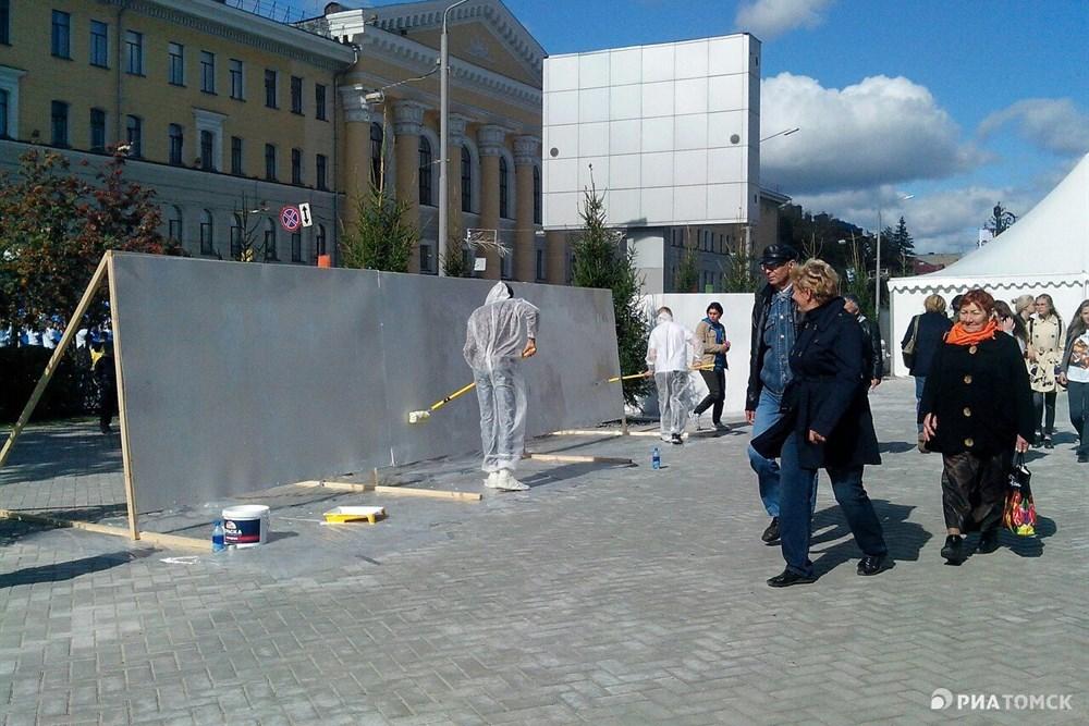 В субботу для томичей, желающих попробовать свои силы в создании граффити, на Новособорной были установлены специальные щиты.