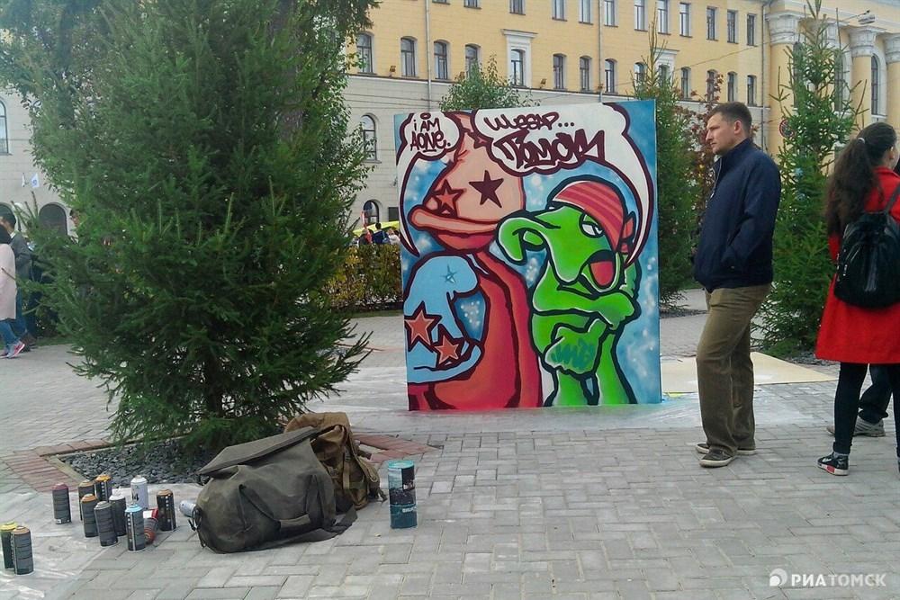 Художники фестиваля уже работали в Ноябрьске, Екатеринбурге, Ханты-Мансийске, Омске, Оренбурге и в двух поселках за полярным кругом. В Томске фестиваль проходит впервые.