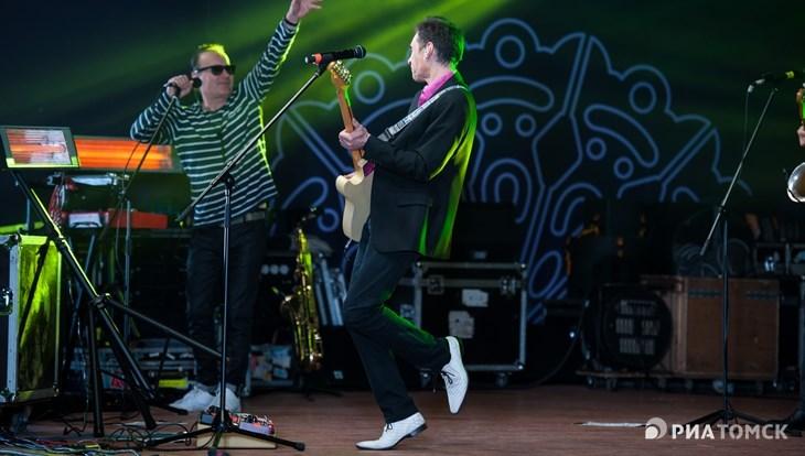 Концерт группы Браво и фейерверк завершили День томича в воскресенье