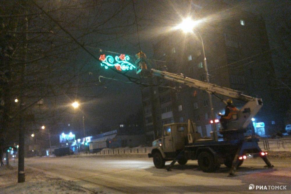 В середине декабря город зажжется праздничными огнями – на улицах заработает новогодняя иллюминация.