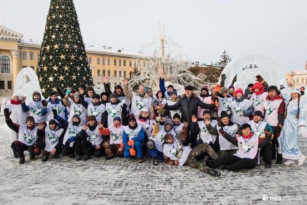 Фестиваль-конкурс Хрустальный Томск стартовал в понедельник на площади Новособорной. Участники должны были  продемонстрировать свои навыки, за 30 минут создав ледовые мини-скульптуры. Что успели сделать за это время мастера – в фотоленте РИА Томск.