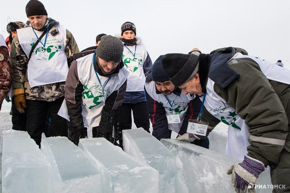 Ранее сообщалось, что IV фестиваль ледовых скульптур Хрустальный Томск пройдет на площади Новособорной в Томске с 11 по 16 декабря. Из 300 заявившихся участников со всего мира были отобраны 20 команд, из которых семь – зарубежные.