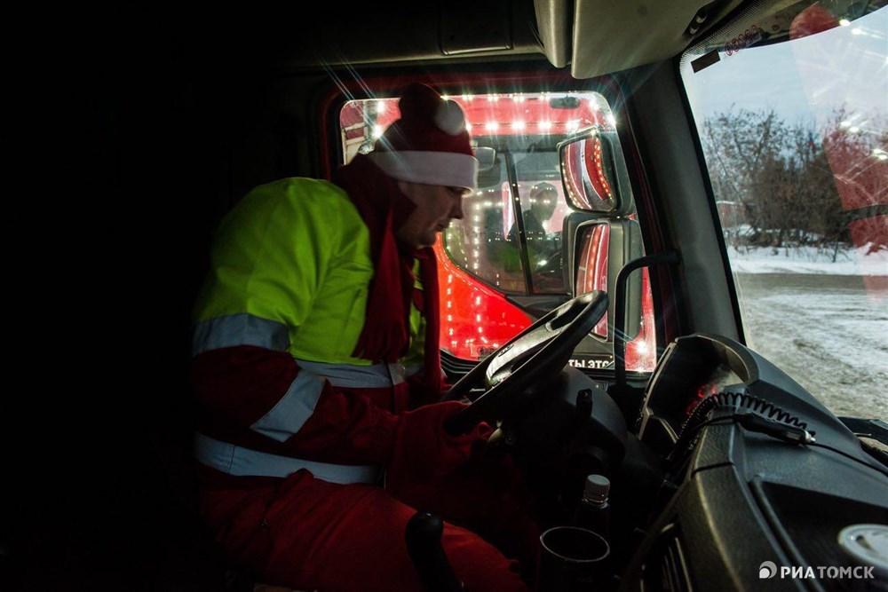 """Но самый главный вопрос: что в грузовиках Coca-cola? Там нет ничего, они едут из города в город пустые. Там едут радость и счастье"""", – улыбается представитель компании."""
