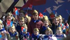 Как томичи пели песни Победы на Новособорной: вдохновляющее видео
