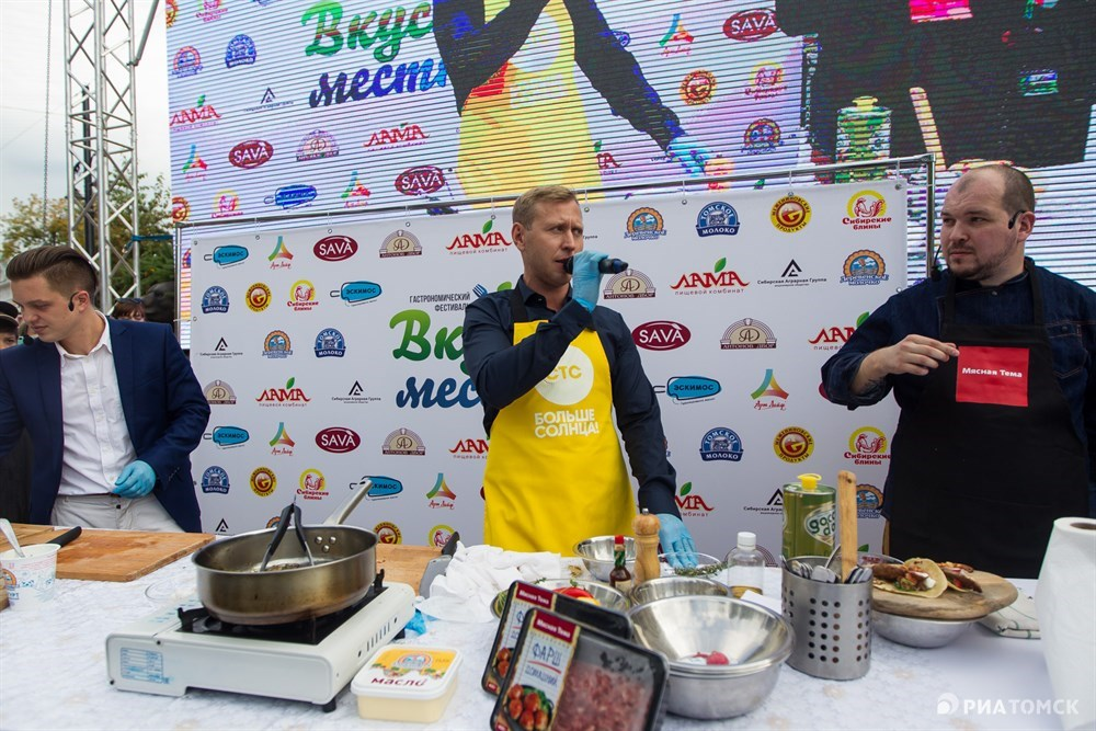 Ведущий кулинарного мастер-класса – Михаил Тарабукин (Федя из сериала Кухня).