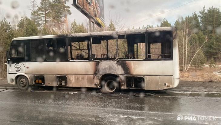 Маршрутный автобус №442 сгорел на Чекистском тракте в Томске