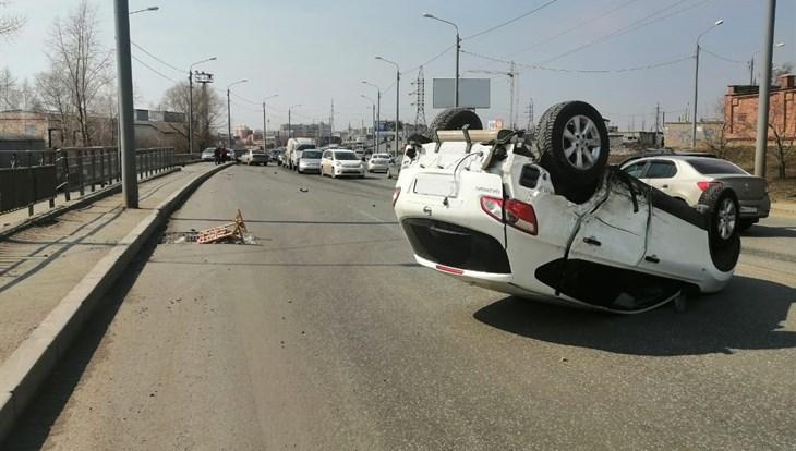 Четыре машины столкнулись на Елизаровых в Томске, одна перевернулась