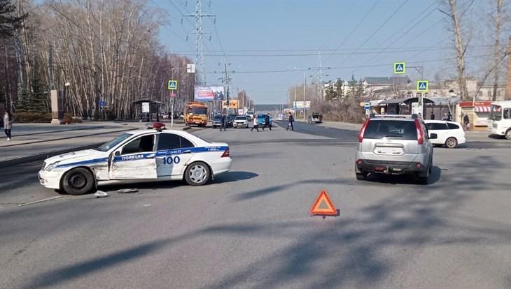 Машина ДПС столкнулась с Nissan в центре Томска во время погони