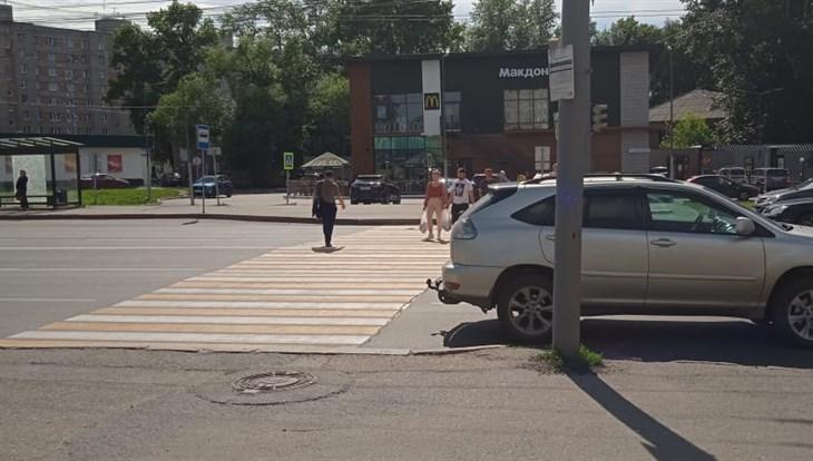 Lexus сбил 13-летнюю девочку на пешеходном переходе в Томске
