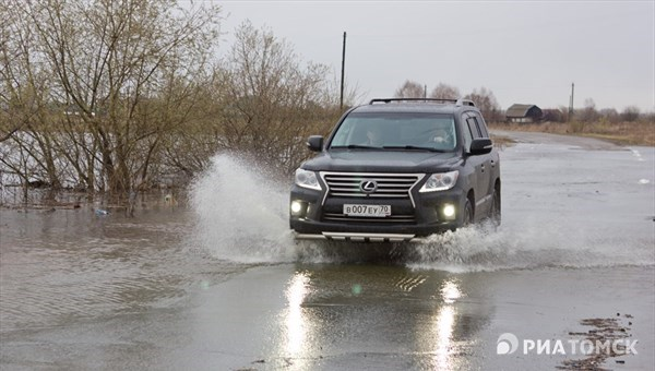 Паводковые воды подтопили дорогу Тегульдет–Белый Яр в Томской области