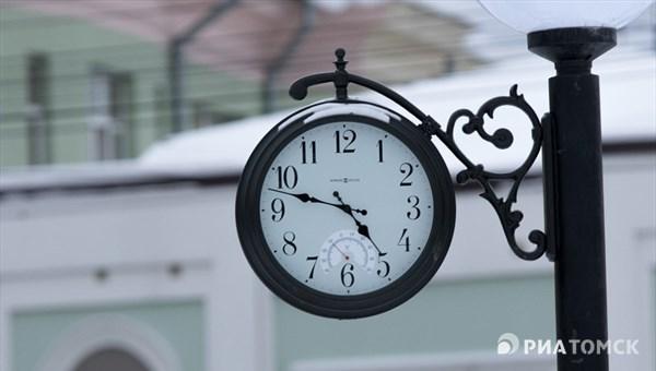 Украденные с томской площади часы нашли в заброшенном доме, по анонимному звонку