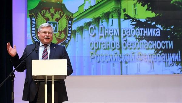 Томский губернатор Сергей Жвачкин предупредил о возможном введении ЧС из-за шелкопряда по всему СФО