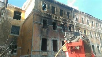 Пожарные более суток работают в здании бывшего училища связи в Томске