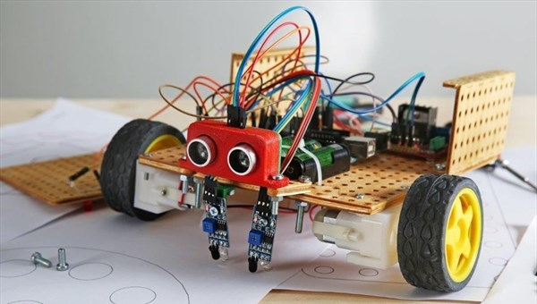 Томские школьники могут научиться делать роботов на летних каникулах