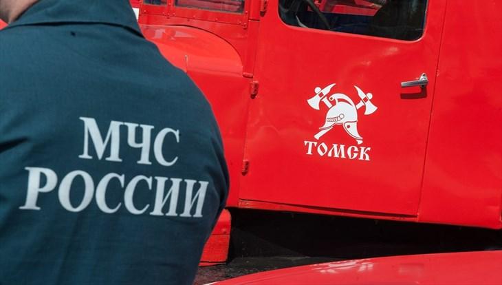 Колесо загорелось у грузовика во время движения по Нахимова в Томске