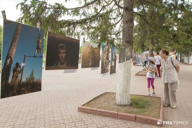 Также на Новособорной были представлены работы, сделанные в рамках социального фотопроекта Сильные люди. На фото – реальные фотоистории людей, которые, благодаря своей внутренней силе, изменили свои и чужие жизни к лучшему.