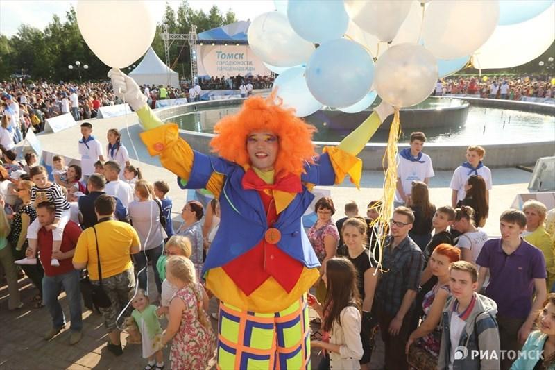Жители и гости Томска во вторник отмечали День города. Праздничные мероприятия прошли на нескольких площадках. Каким был 412-й день рождения Томска – в фотоленте РИА Томск.