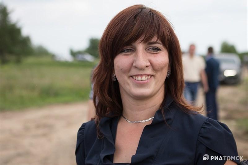 Как рассказала РИА Томск хозяйка фермы Елена Куриленок, стать фермерами она вместе с мужем решили ради своих детей. В городе их никуда не выпустишь, натурального ничего нет, мы сюда переехали <...> У нас полностью свои молоко, яйца и мясо, - сказала она.