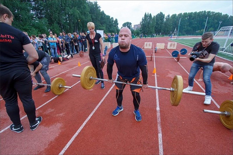 Первые масштабные открытые соревнования по кроссфиту SibFit Games прошли накануне в Томске. Как томичи сражались за звание лучшего в этом модном виде спорта – в фотоленте РИА Томск.