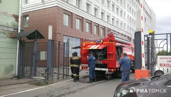 Вмногоэтажном здании суда вТомске произошел пожар