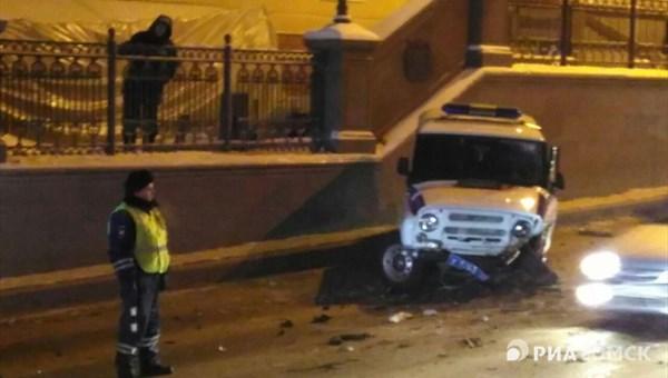 Водитель полицейского «УАЗа» пострадал, столкнувшись синомаркой вТомске