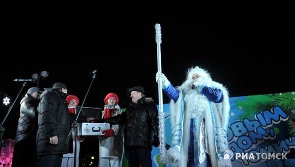 Мэр Томска иволшебник Морозко зажгут главную елку города