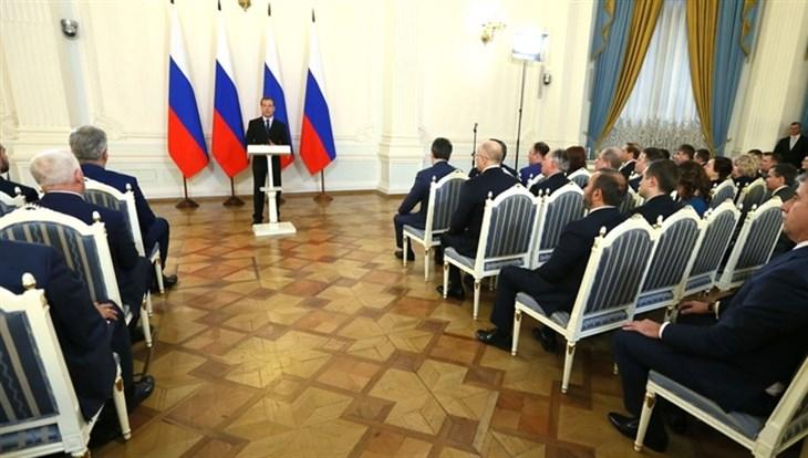 Медведев вручит премии вобласти качества 11 русским организациям