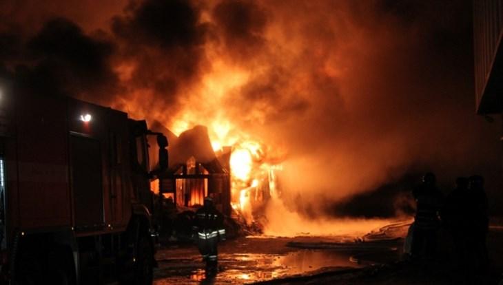 ВТомске ктушению пожара впроизводственном помещении привлекли поезд