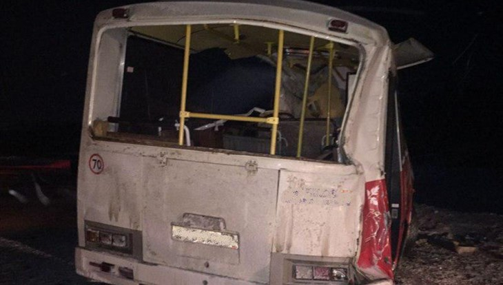 Кондуктор пострадал при столкновении авто иавтобуса вТомской области