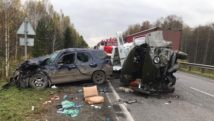 4 авто «всмятку»: размещены фото жуткого массового ДТП натрассе Томск— Мариинск