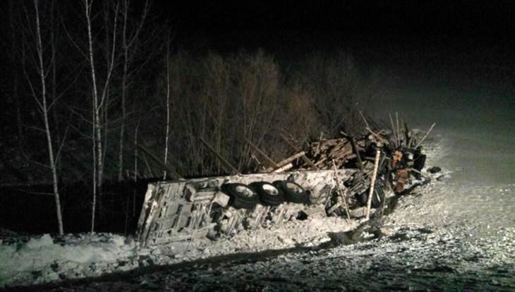 Мариинск: шофёр лесовоза умер натрассе Томск