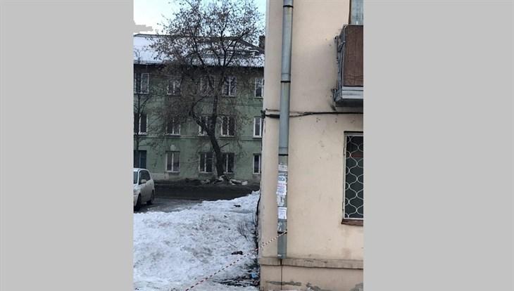 СКпроводит проверку из-за обрушения снега наребенка